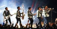 Bruno Mars voor Superbowl in Saint Laurent