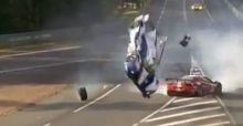 Bizarre crash in Le Mans
