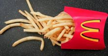 McDonald's bezuinigt op friet in Japan